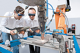 Robot welding for one-off and series production